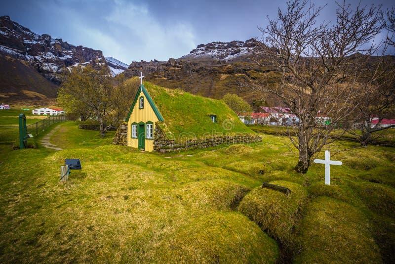 Hof - 5. Mai 2018: Rasenkirche in der Stadt von Hof, Island lizenzfreie stockfotografie
