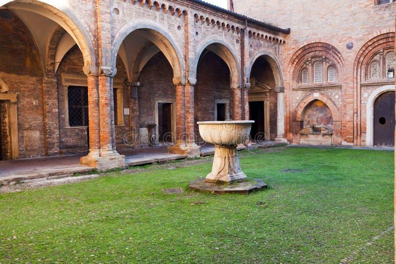 Hof von Pilatus in der Basilika von Santo Stefano, Bologna lizenzfreie stockfotografie