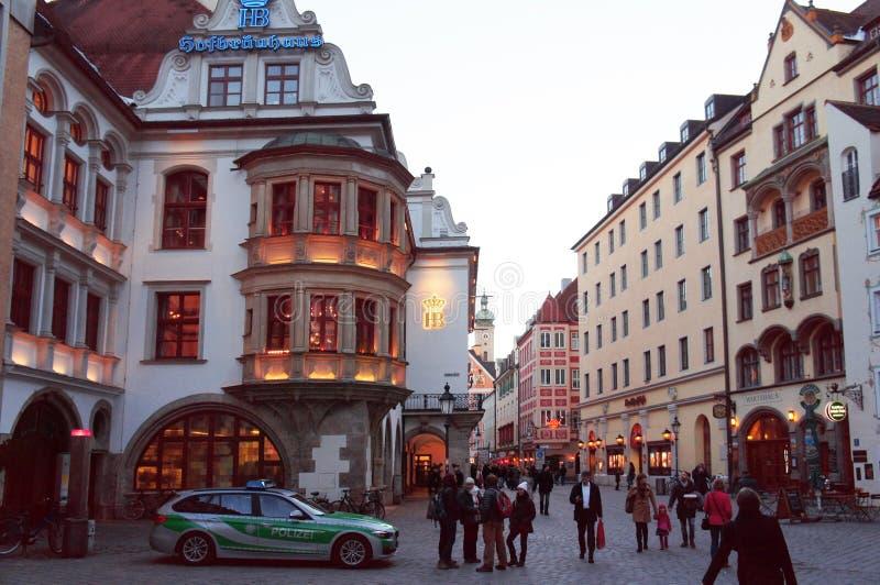 Hofbrauhaus Platzl al tramonto, Germania immagine stock