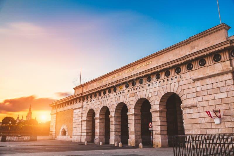 Hofburg在日落的宫殿门在维也纳 库存图片