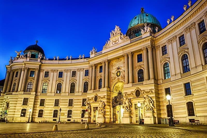 Hofburg, St Michael skrzydło, Wiedeń, Austria, noc widok, żadny peo obraz stock