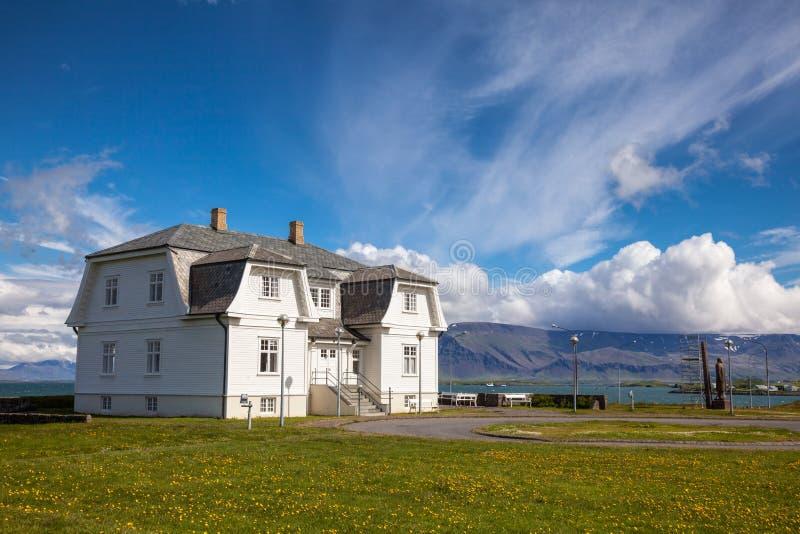 Hofdi议院在雷克雅未克冰岛 免版税库存照片