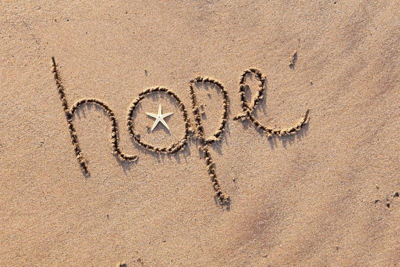 Hoffnung geschrieben in Sand lizenzfreie stockbilder
