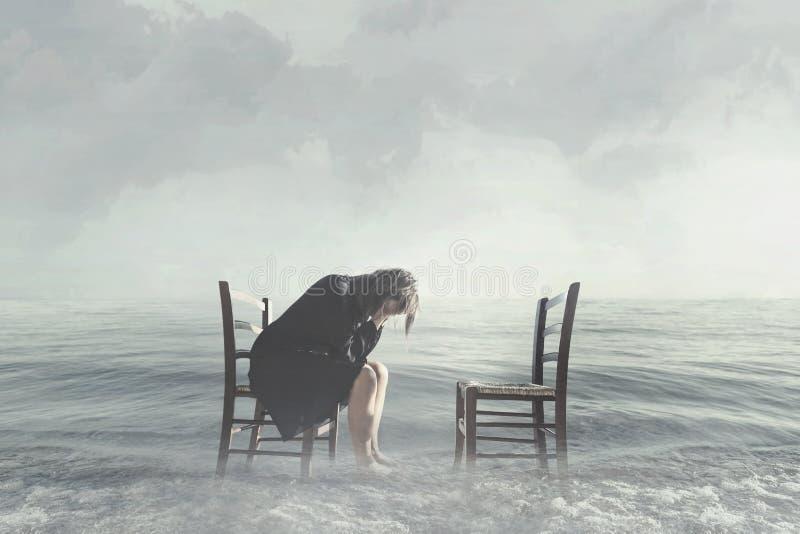 Hoffnungslose Frau weint den Mangel an ihrem Liebhaber stockfotografie