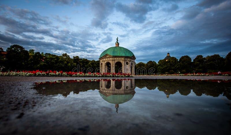 Hofgarten in München op een regenachtige middag royalty-vrije stock fotografie