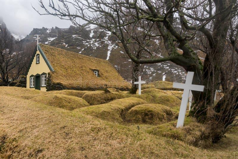 Hofskirkja教会公墓在冰岛 图库摄影