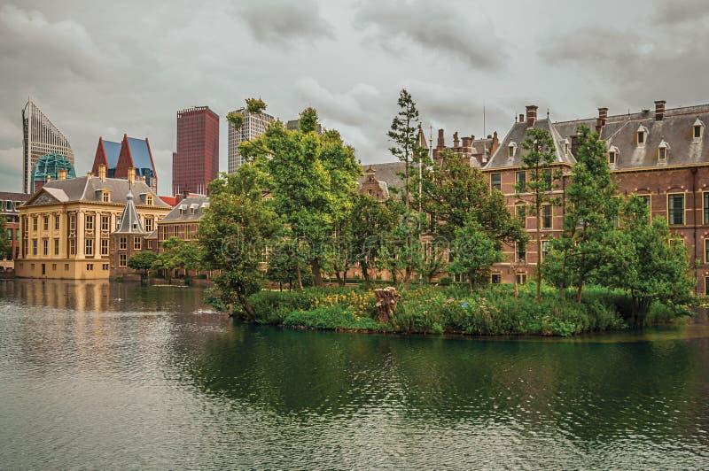 Download Hofvijver Jezioro Z Binnenhof Gockimi Rządowymi Drapaczami Chmur W Haga I Budynkami Obraz Stock - Obraz złożonej z glazer, maniera: 106913629