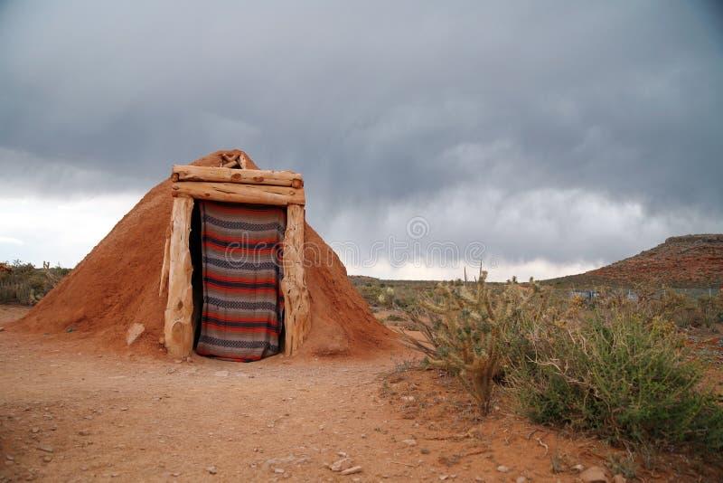 Hogan - gebürtiges indisches Haus des Navajos, USA lizenzfreies stockbild