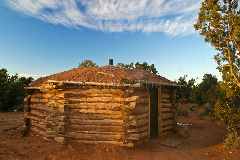 hogan navajo royaltyfria bilder