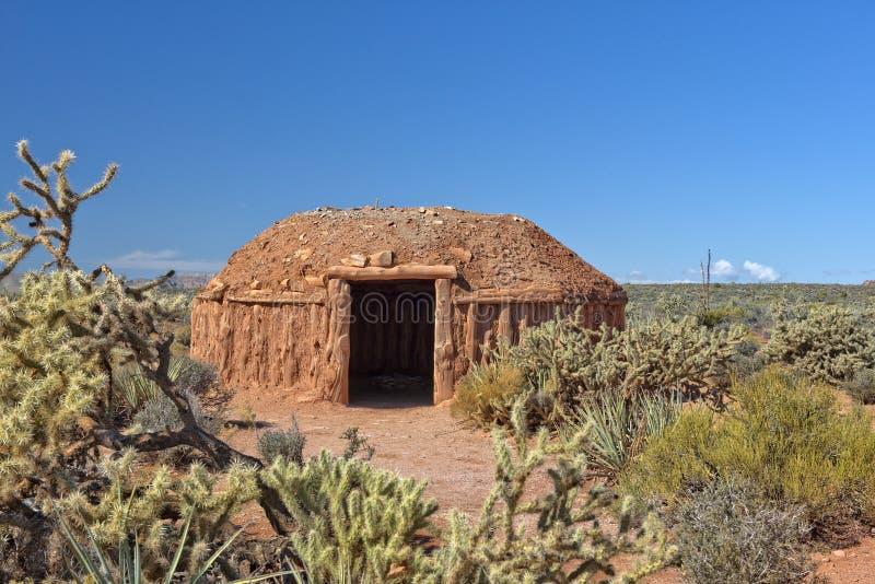 Hogan, vivienda tradicional de la gente de Navajo foto de archivo libre de regalías