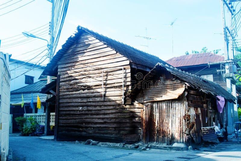 Hogar de madera del estilo de Tailandia fotos de archivo