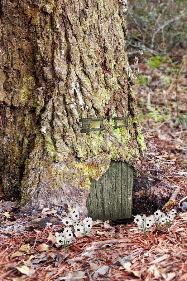 Hogar del árbol de la fantasía foto de archivo libre de regalías