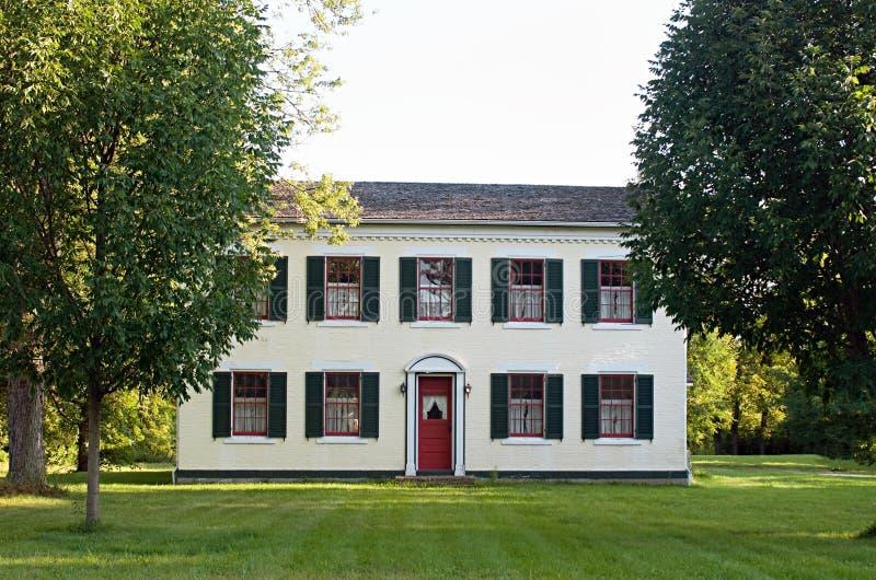 hogar del país del Federal-estilo fotografía de archivo