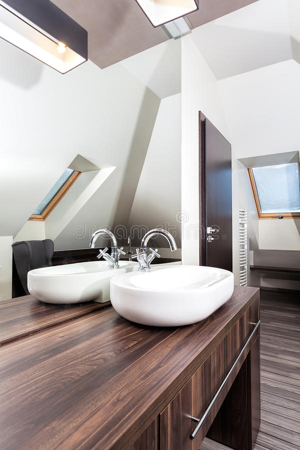 Hogar del país - lavabo elegante fotos de archivo