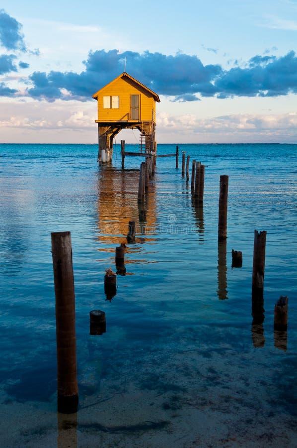 Hogar en el océano imagen de archivo libre de regalías