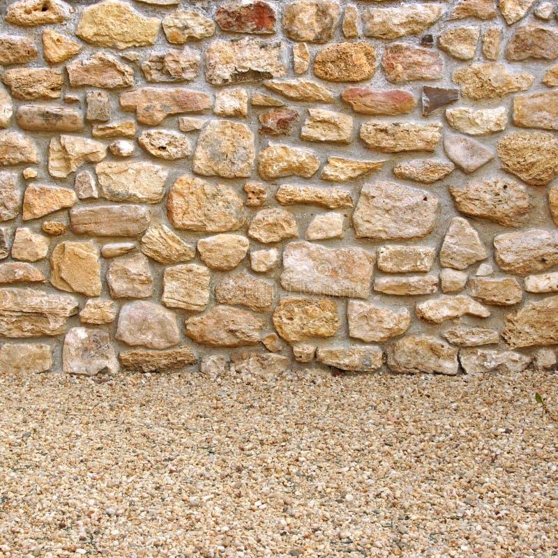Hogar Exterior Con La Pared De Piedra Y El Piso Foto De