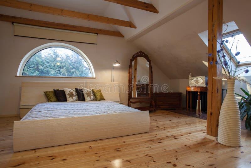 Hogar nublado - dormitorio foto de archivo libre de regalías