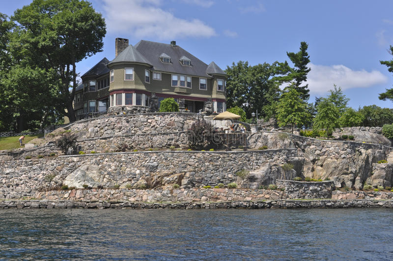 Hogar o cabaña en mil islas imagen de archivo libre de regalías