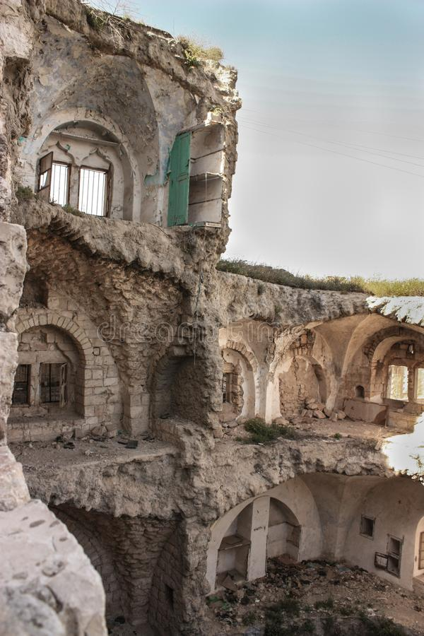 Hogar o casa palestino destruido por un ataque aéreo israelí de la fuerza de defensa en Gaza o Westbank fotografía de archivo