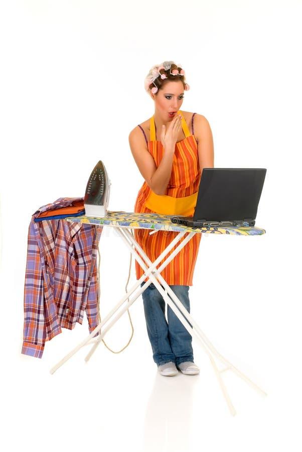 Hogar, planchando, Internet foto de archivo libre de regalías