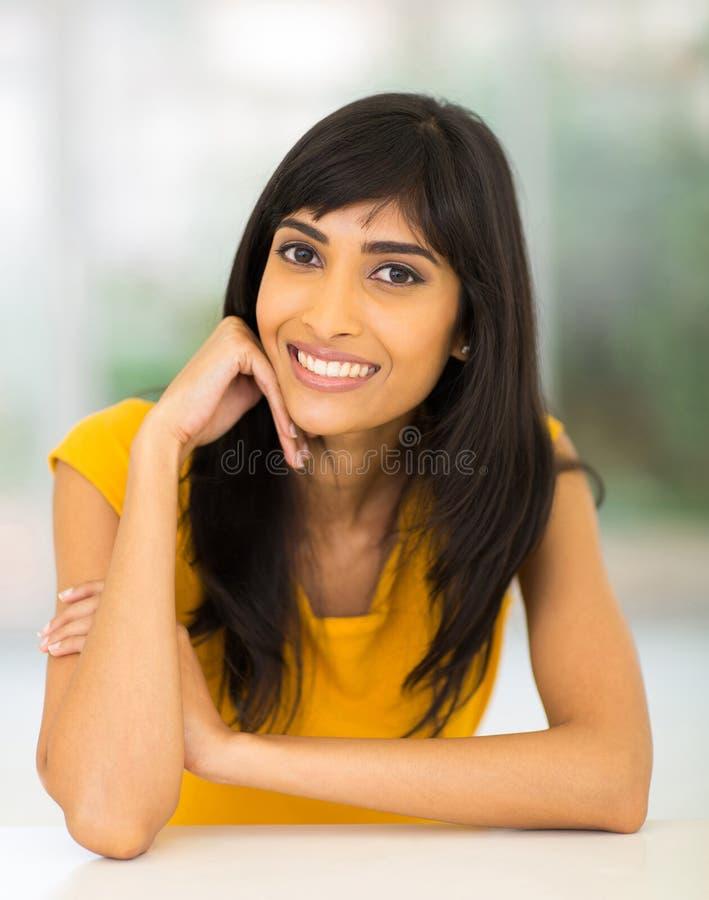 Download Hogar Relajante De La Mujer India Imagen de archivo - Imagen de cara, ocasional: 42426423