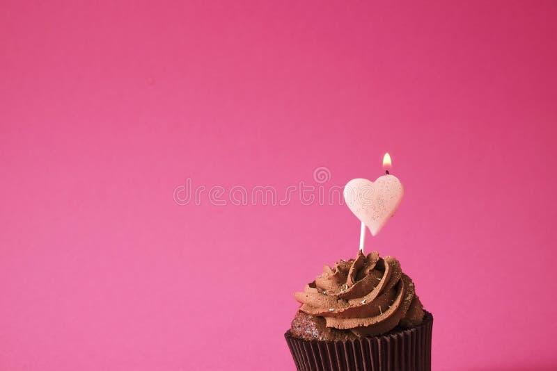 Hogar sabroso hecho dulces cocidos del mollete del cumpleaños Productos deliciosos de la panadería malos para la figura Dulces ma imagenes de archivo