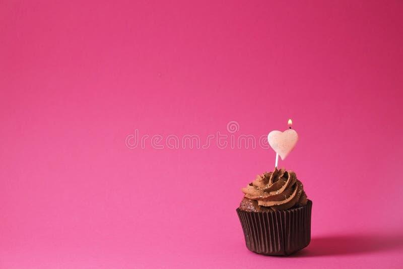 Hogar sabroso hecho dulces cocidos del mollete del cumpleaños Productos deliciosos de la panadería malos para la figura Dulces ma fotografía de archivo libre de regalías