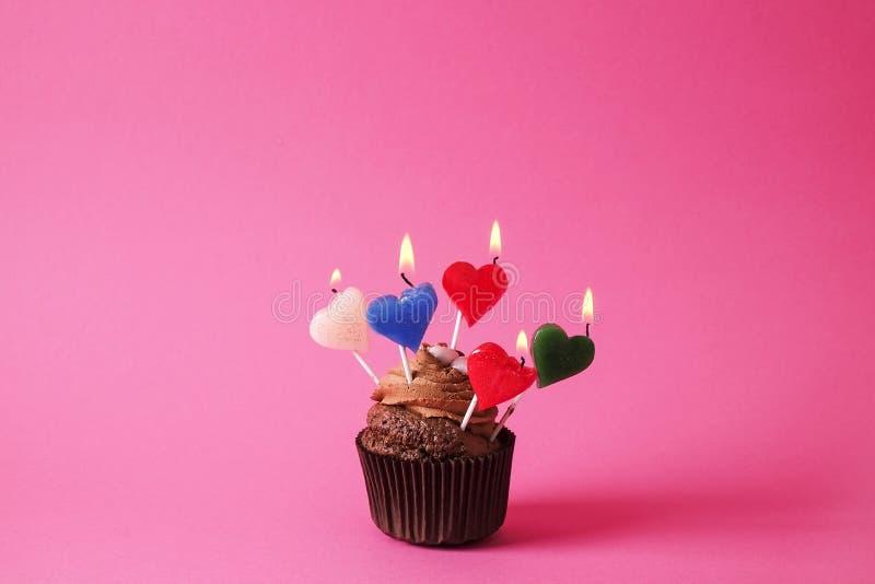 Hogar sabroso hecho dulces cocidos del mollete del cumpleaños Productos deliciosos de la panadería malos para la figura Dulces ma imágenes de archivo libres de regalías
