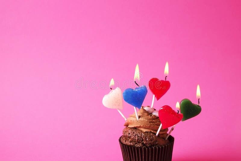 Hogar sabroso hecho dulces cocidos del mollete del cumpleaños Productos deliciosos de la panadería malos para la figura Dulces ma imagen de archivo