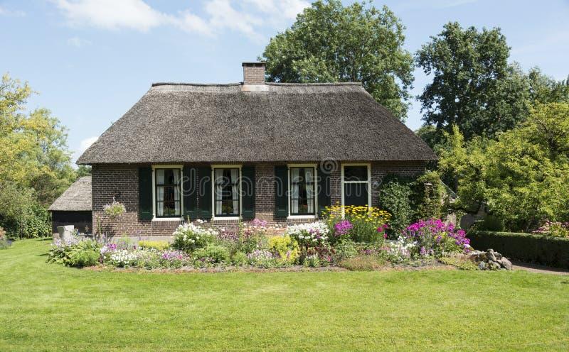Hogar típico en el giethoorn Holanda fotos de archivo libres de regalías