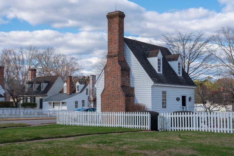 Hogares coloniales tradicionales en Williamsburg, VA de la era imágenes de archivo libres de regalías