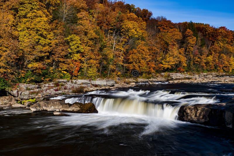 Hogback Ridge Falls - Wasserfall - Hogback Ridge Metro Park, Ohio lizenzfreies stockfoto