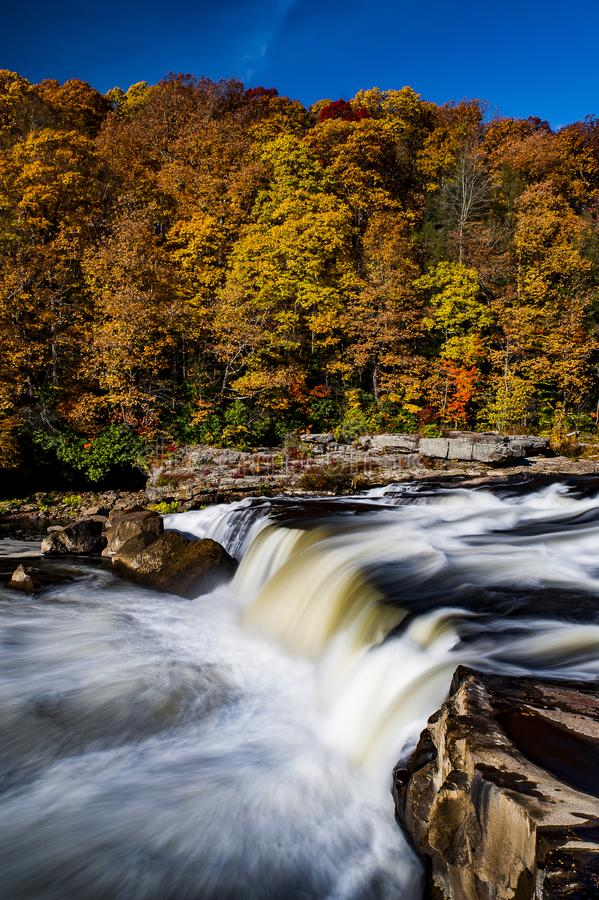 Hogback Ridge Falls - Wasserfall - Hogback Ridge Metro Park, Ohio stockbilder