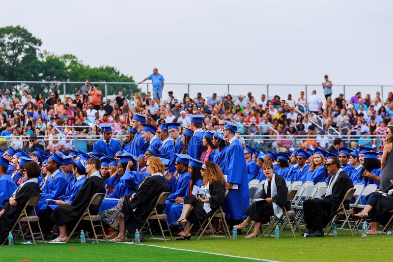 hoge de hoeden van de middelbare schoolgraduatie royalty-vrije stock afbeeldingen
