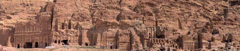 Hoge die resolutiepanorama van de rotsstad van Petra, Wadi Musa, Jordanië, uit verscheidene foto's wordt samengesteld stock afbeeldingen