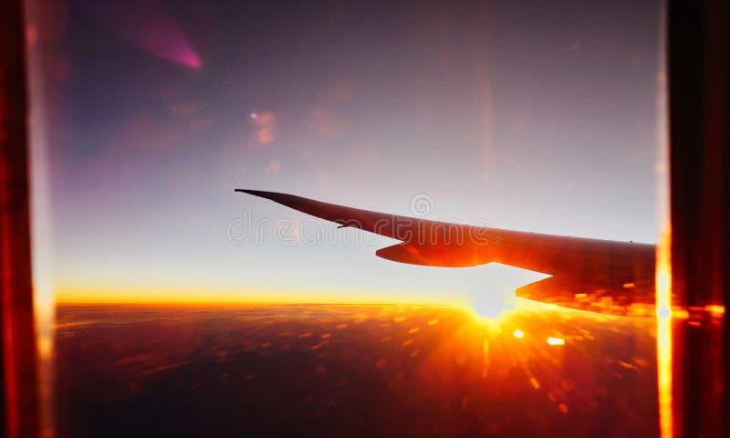 Hoge Hoogte Dawn en Zonsopgangmening van Jet Aircraft royalty-vrije stock foto's