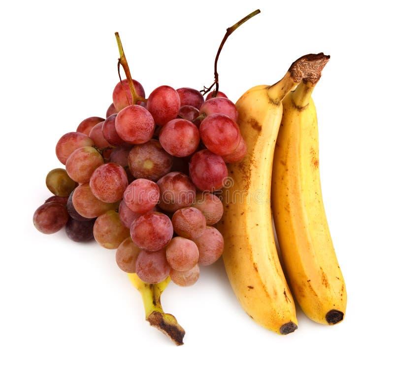 Hoge resolutiefoto van donkere druiven en bananen stock foto