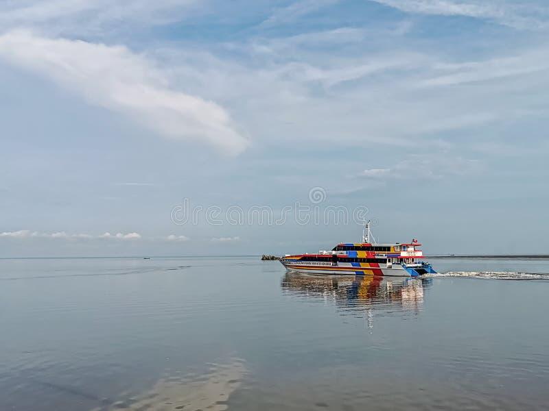 Hoge snelheidsveerboot van Kuala Kedah aan Langkawi stock afbeelding