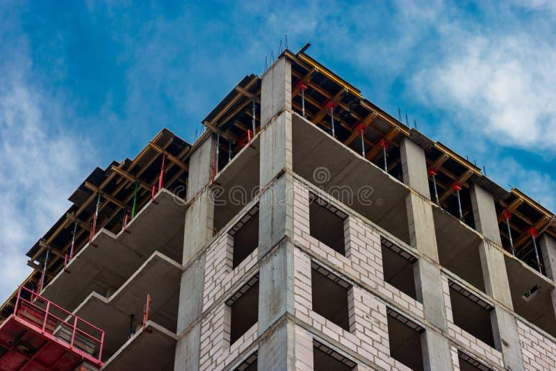 Hoge Stijgingswoonwijk Van onderaan Weergeven bij Wordt uitgevoerd Monoliet Concrete Bouwconstructie royalty-vrije stock afbeelding