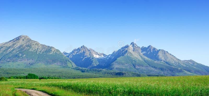 Hoge Tatras, Slowakije Toneellandschap van een bergketen op een de zomerdag royalty-vrije stock afbeeldingen