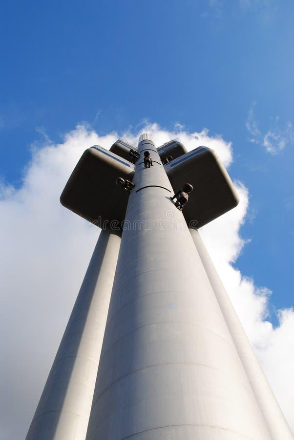 Hoge vooruitzichttoren in het stadscentrum royalty-vrije stock afbeelding