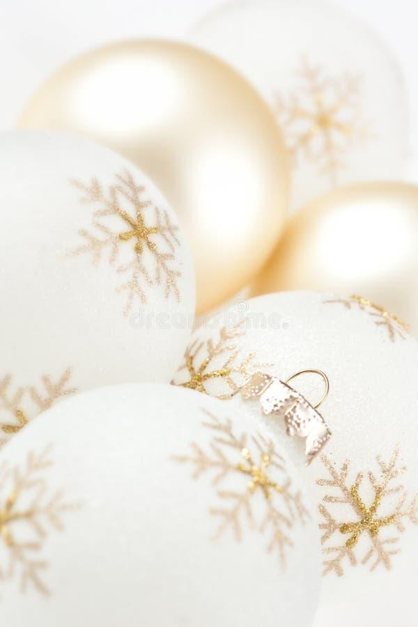 Hoge Zeer belangrijke Kerstmisbollen op Wit royalty-vrije stock fotografie
