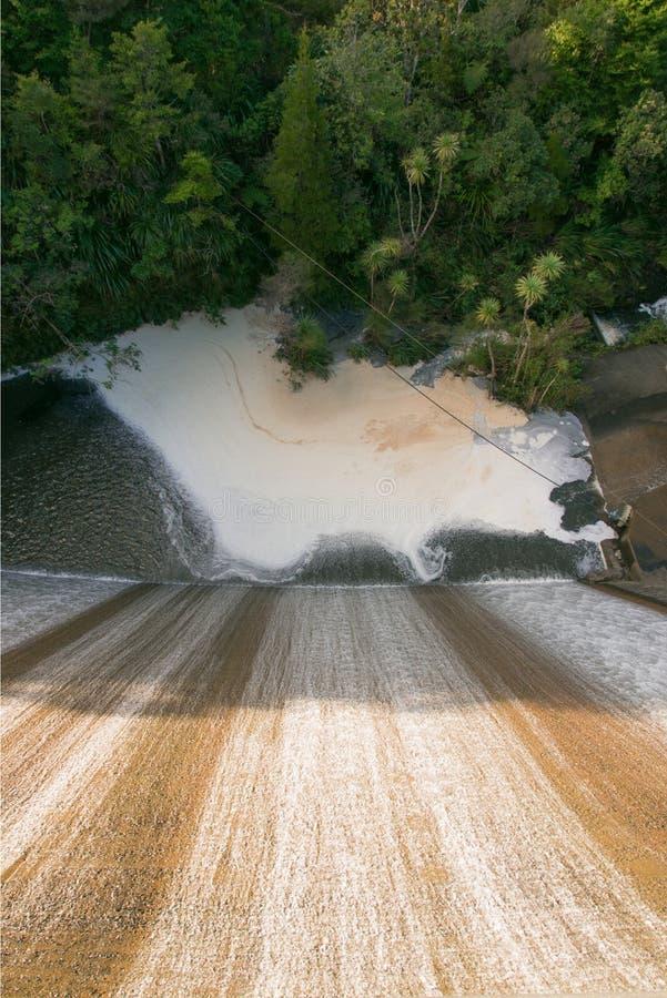 Hoger Nihotupu-Reservoir in de Waitakere-Waaiers, Auckland, Nieuw Zeeland stock foto's