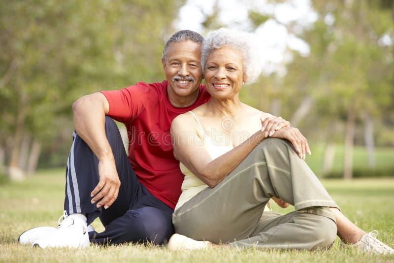 Hoger Paar dat na Oefening rust royalty-vrije stock afbeeldingen