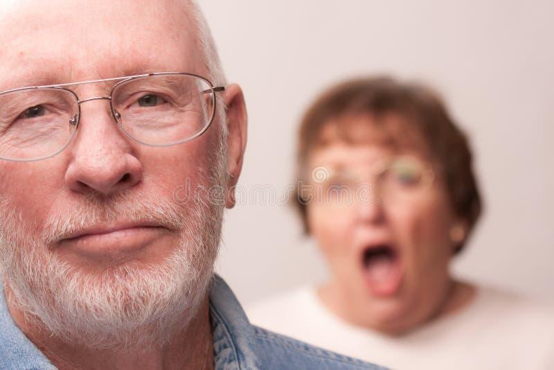 Hoger Paar in een Argument stock fotografie