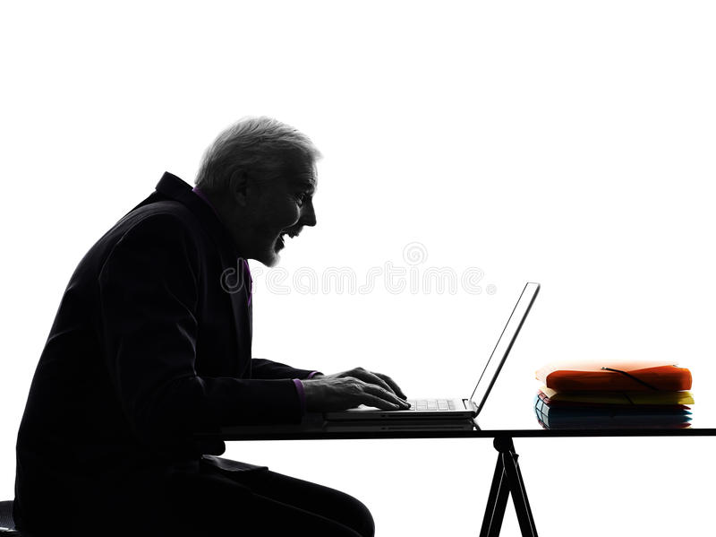 Hogere bedrijfsmens die gelukkig silhouet gegevens verwerken royalty-vrije stock foto's
