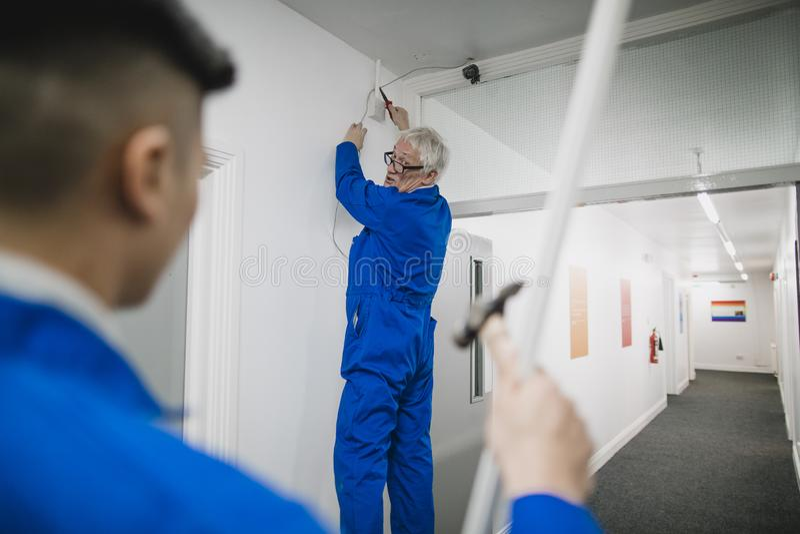 Hogere Elektricien Training zijn Leerling stock afbeelding