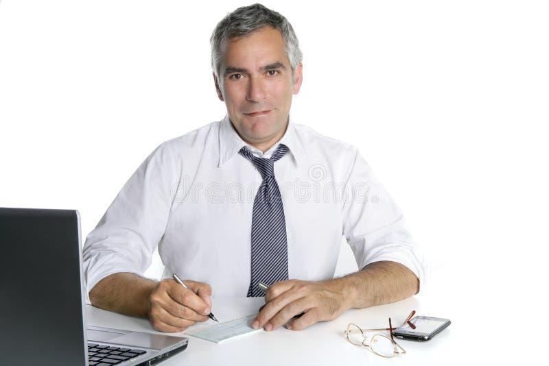 Hogere het ondertekenen van de zakenman gelukkige cheque stock fotografie