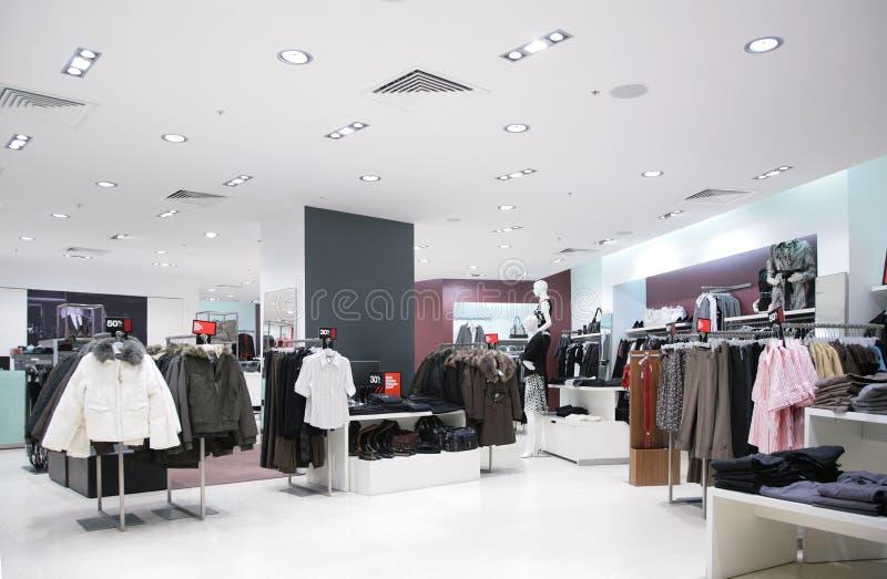 Hogere kleren in winkel