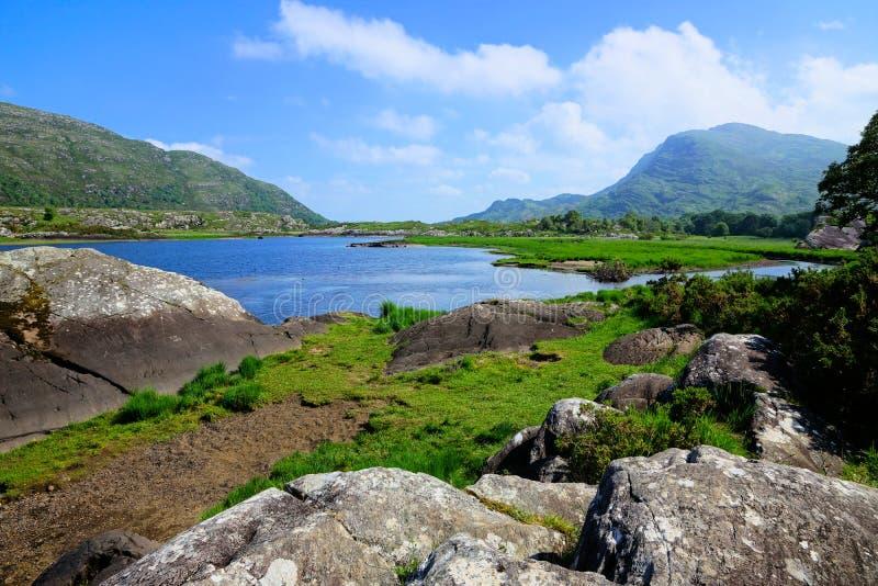 Hogere Meer en pieken van het Nationale Park van Killarney, Ring van Kerry, Ierland stock afbeeldingen